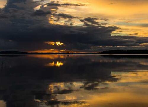 Yötön yö järvimaisema