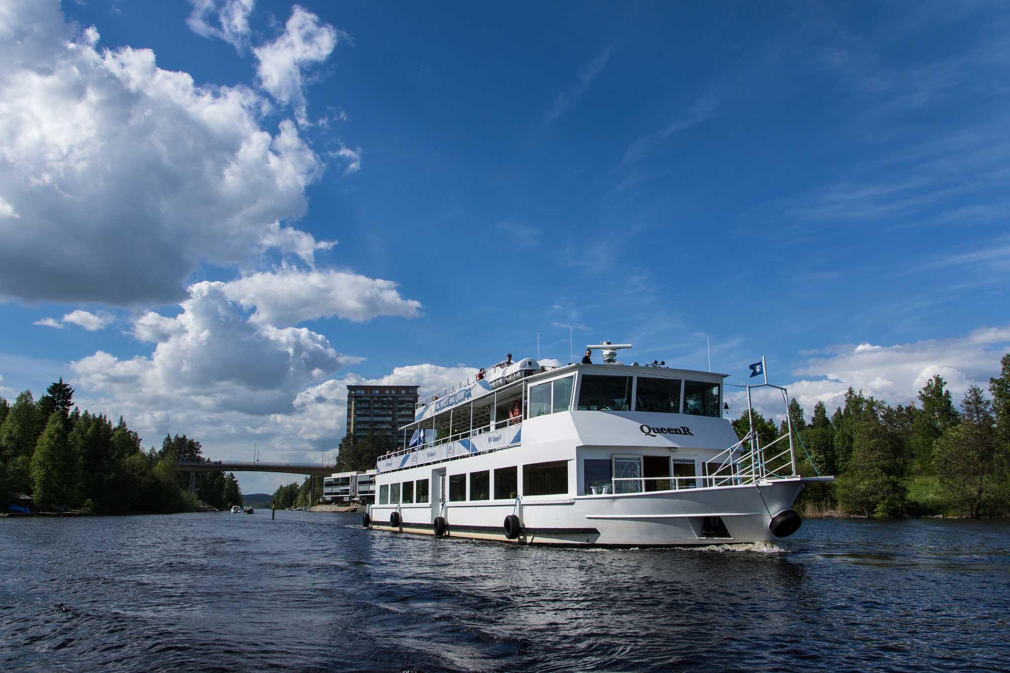 M/S Quuen R -risteilylaiva Keilakannan kanavassa Kuopiossa