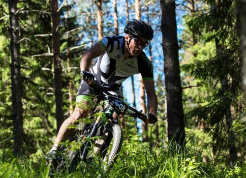 Tahko MTB kuva metsän siimeksestä