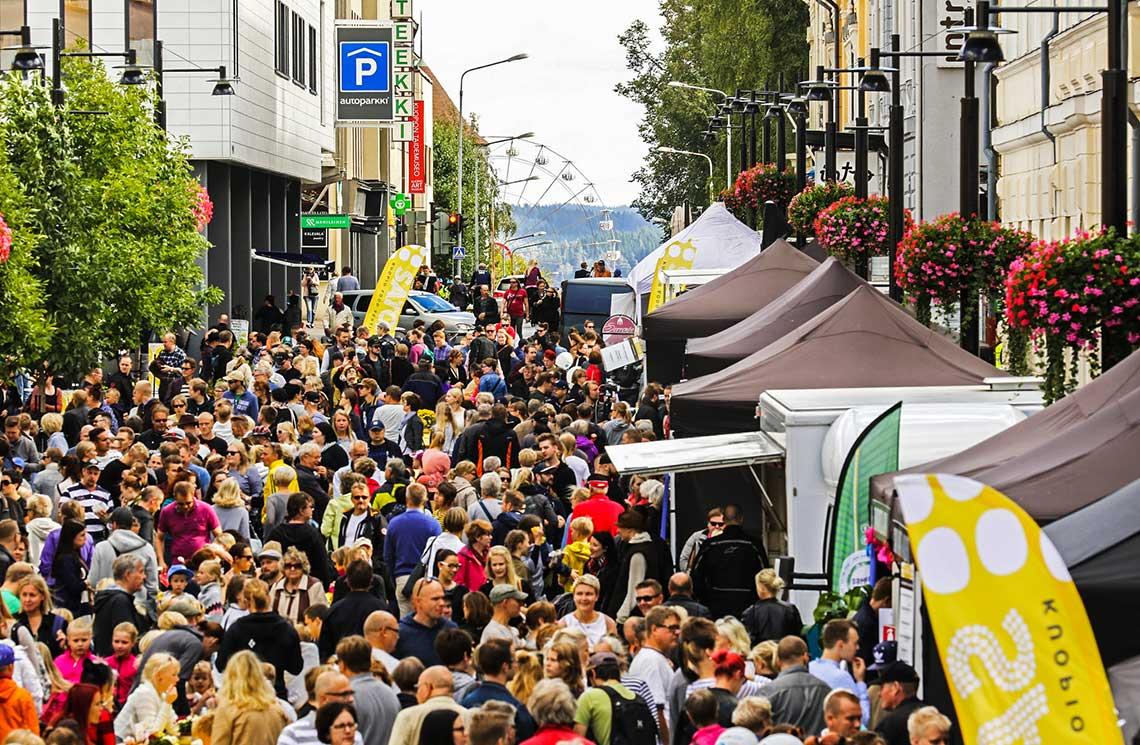 Ruokatapahtuma Kuopion keskustassa