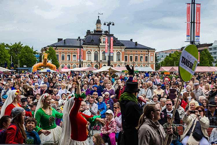Kuopio Tanssii ja Soi Kuopion torilla