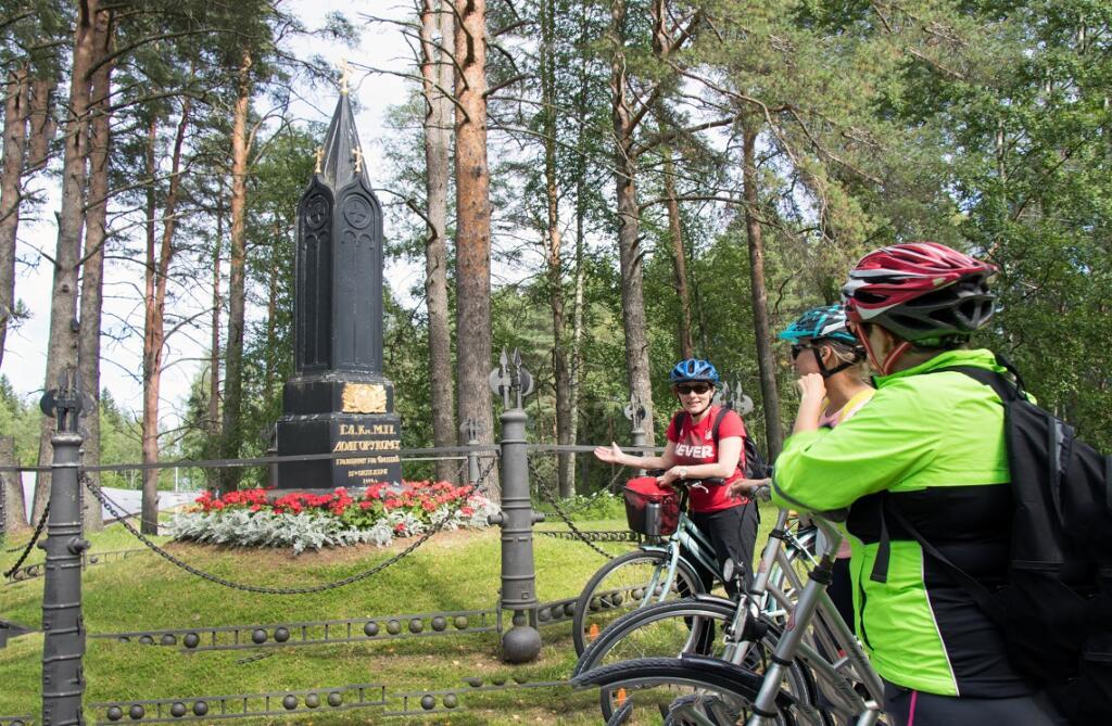 Iisalmen kaupungin matkailu- ja viestintäasiantuntija Minna Maukonen kertoi Koljonvirran historiasta.